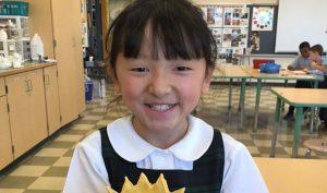 Không có cả 2 bàn tay, cô bé 10 tuổi vẫn đạt giải nhất cuộc thi chữ đẹp toàn quốc
