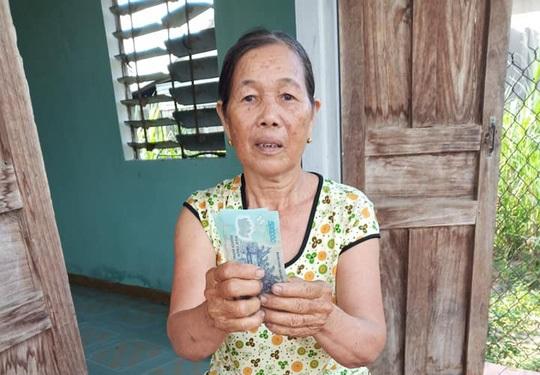 Cộng đồng mạng góp tiền giúp bà bán ve chai bị cướp ở Quảng Nam. 4