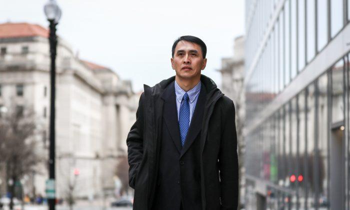 Doanh nhân tên Vu Minh bị giam giữ từ năm 2007 đến 2009 tại trại lao động Mã Tam Gia ở tỉnh Liêu Ninh, Trung Quốc vì tập Pháp Luân Công. Khi còn ở Mã Tam Gia, anh đã quay lén các video rồi đưa ra ngoài. (Ảnh: Epoch Times)