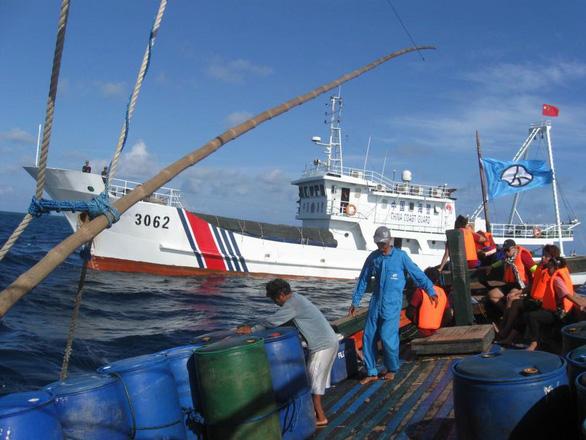 Philippines 'mắng' Trung Quốc vì đâm chìm tàu, cám ơn Việt Nam cứu giúp. 1
