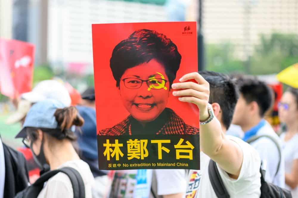 Hong Kong: Biển người biểu tình 'rẽ sóng' nhường lối cho xe cứu thương.3