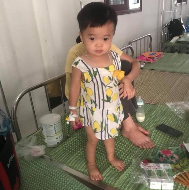 Trong số những người đi viện vì bị ngộ độc trong tiệc cưới ở Bắc Giang có cả người già và trẻ nhỏ