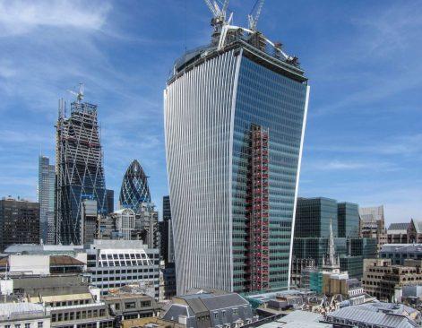 Kiến trúc hiện đại ở trung tâm Luân Đôn. (Ảnh qua ArquiNotas)