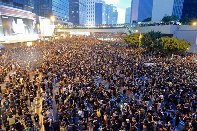 Hồng Kông: 2 triệu người xuống đường biểu tình đòi xóa bỏ dự luật dẫn độ - H4