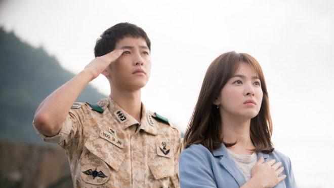 """Hình ảnh của cặp đôi Song-Song trong bộ phim """"Hậu duệ Mặt trời"""" nổi tiếng của Hàn Quốc."""