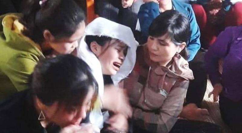 Nữ sinh Diệu Linh bỏ thi về chịu tang cho bố.