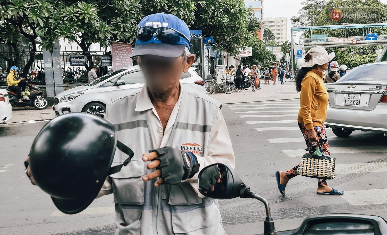 Đi phát cơm từ thiện, diễn viên Lê Dương Bảo Lâm bị hành hung?. 3