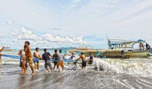 Philippines tặng chó cưng cho ngư dân Việt, từ chối cùng TQ 'điều tra chung' vụ đâm tàu