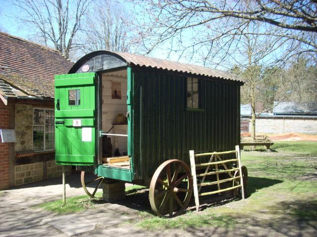 Một túp lều ở Trung tâm đời sống nông thôn Tilford, Surrey, Vương quốc Anh. (Ảnh: Simon Burchell. CC BY-SA 3.0)