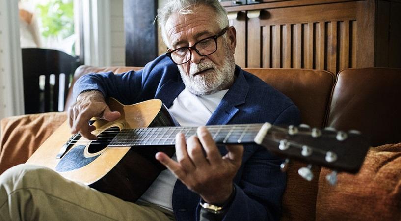 Âm nhạc mang đến sự thay đổi tích cực về thể chất và tinh thần cho người cao tuổi. (Ảnh minh họa)