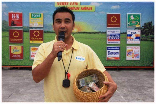 Đồng nghiệp kể về Quyền Linh: 'Nghèo' đến mức phải mua... nợ vé máy bay - H2