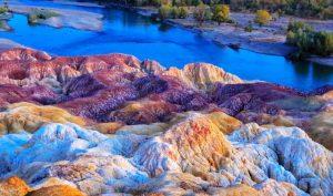 Bãi đá Cầu Vồng: Tự biến đổi màu sắc, có lịch sử hàng triệu năm
