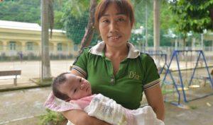 Sơn La: Bé sơ sinh bị bỏ rơi trong rừng nay đã có người nhận nuôi
