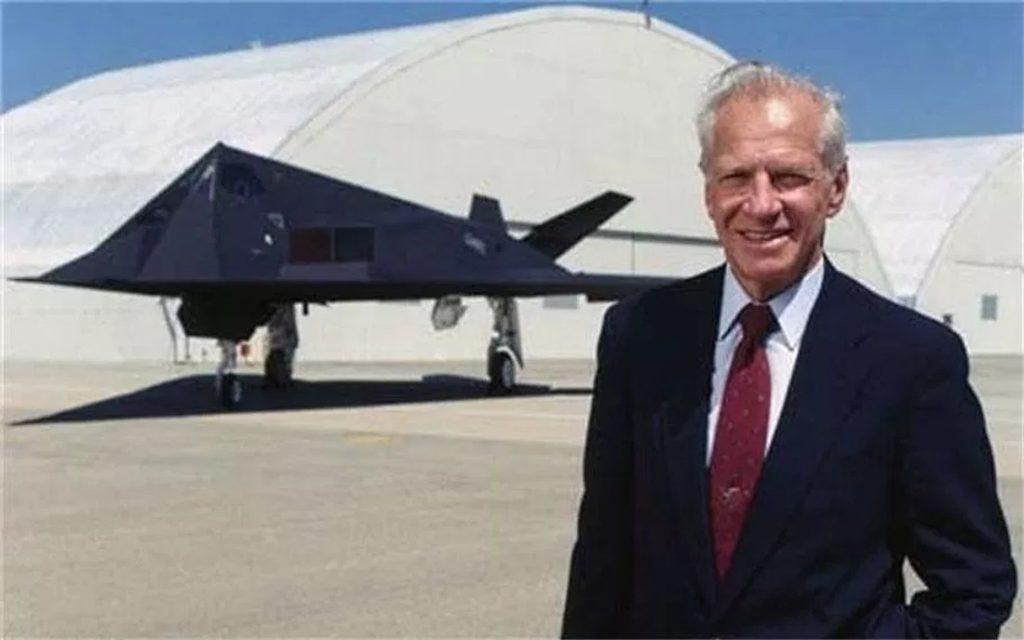 Ben Rich tại căn cứ quân sự số 51, bang Utah, Mỹ. (Ảnh qua Connectiv Events)