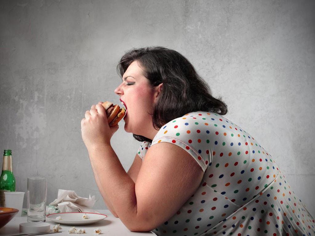 Hạn chế ăn đường giúp bạn giảm nguy cơ bị béo phì. (Ảnh qua Kenh 14)