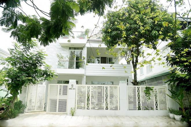Căn biệt thự trị giá triệu đô của gia đình MC Quyền Linh tại Quận 7 - TP. Hồ Chí Minh.