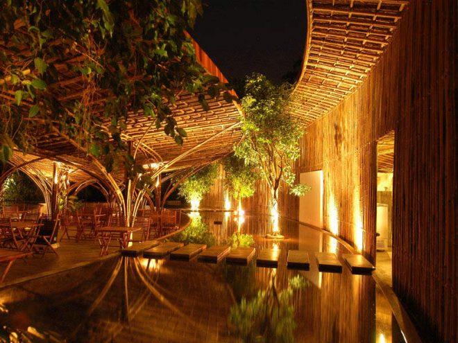 Toàn bộ nguyên liệu của quán cà phê được xây dựng nên từ 7.000 cây tầm vông.
