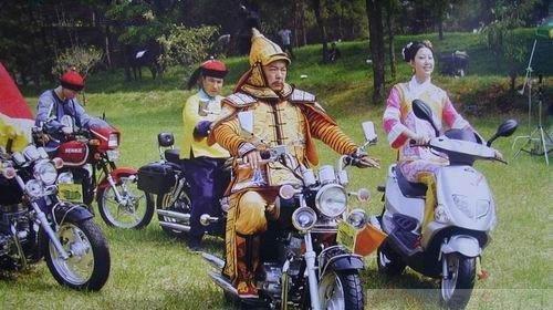 """Cười bò với ảnh hậu trường """"sai quá sai"""" của phim cổ trang Hoa ngữ"""