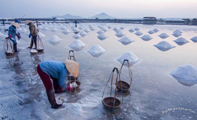 Muối biển giúp tẩy tế bào chết và phòng ngừa bệnh loãng xương.1