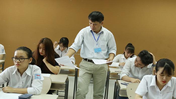 2 giáo viên khiến 6400 thí sinh phải thi lại được công an cách ly và bảo vệ.1