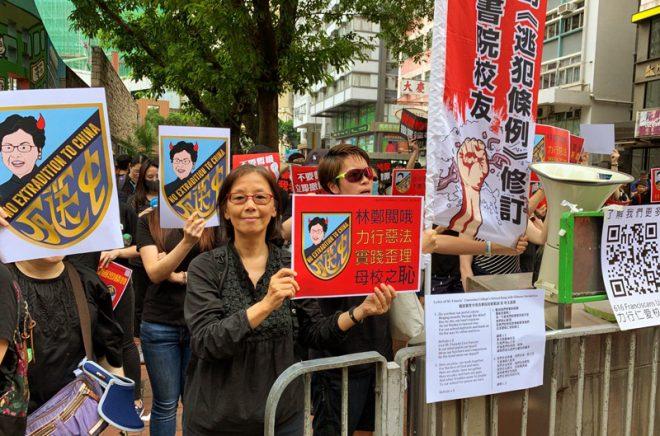 Thế giới liên tục đưa tin về biểu tình Hồng Kông, ĐCSTQ lại ra sức phong tỏa - H3