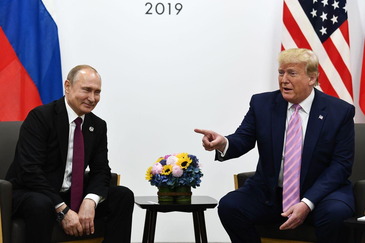Ông Trump bông đùa với ông Putin. (Ảnh: AFP)