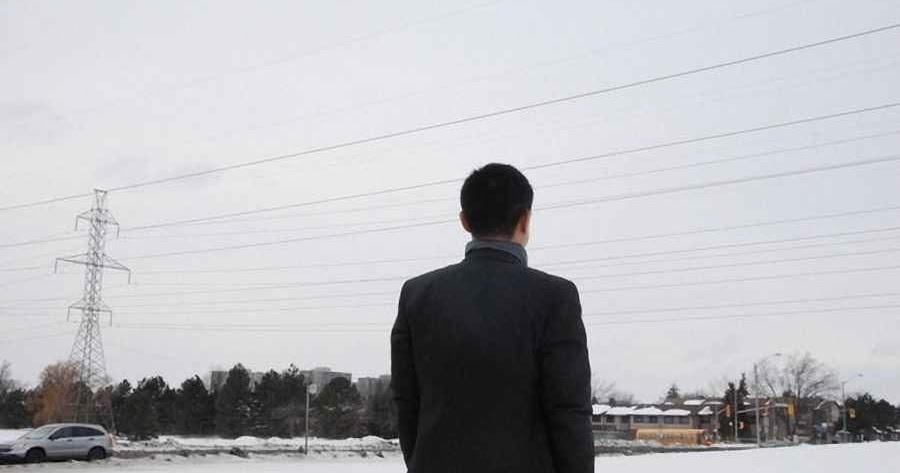 Goerge Zheng giấu mặt do lo ngại vấn đề an toàn của bản thân. Hiện anh đang sống tại Toronto, Canada. (Ảnh qua Epoch Times)