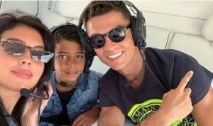 Ronaldo hào phóng 'bo' 500 triệu cho nhân viên khách sạn