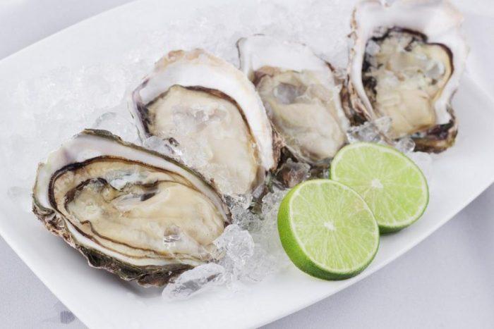 Khi ăn một suất hải sản, các món từ động vật có vỏ như trai, hàu, sò…, bạn có thể nuốt vào bụng 90 hạt vi nhựa.