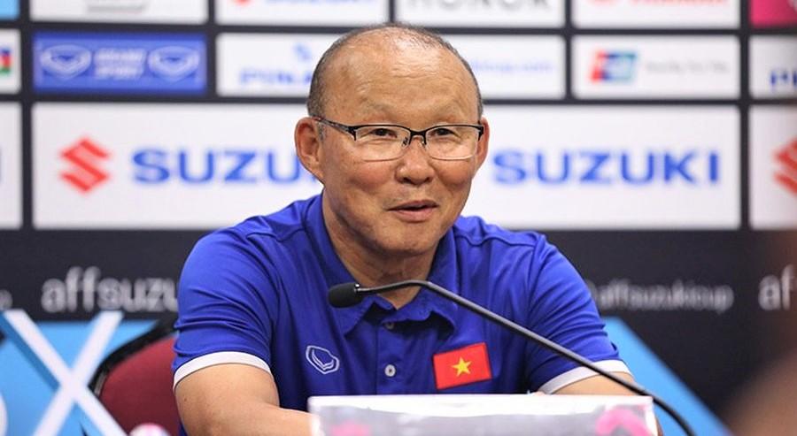 HLV Park Hang-seo mới đây đã phủ nhận việc đòi tăng lương và bí mật đàm phán với LĐBĐ Thái Lan. (Ảnh qua FOX Sports Asia)
