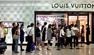 Cơn sốt hàng hiệu đã lan rộng đến tầng lớp trung lưu ở châu Á. (Ảnh minh họa qua CNN.com)