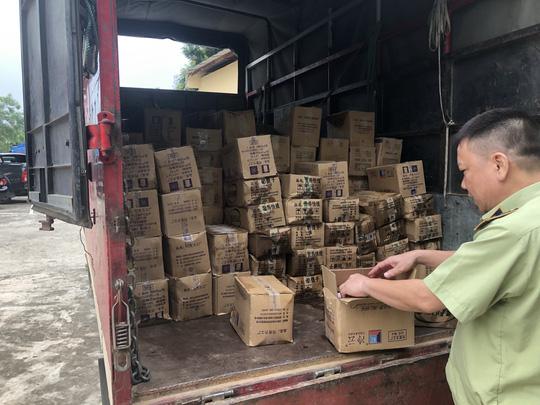 Lào Cai: Tiêu hủy 8.000 que kem Trung Quốc nhập lậu. 2