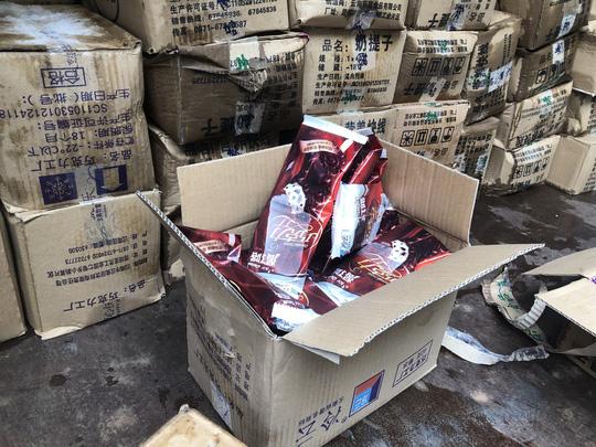 Lào Cai: Tiêu hủy 8.000 que kem Trung Quốc nhập lậu. 1