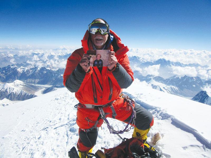 Nhà leo núi lão luyện Alan Arnette. (Ảnh: Elevation Outdoors)