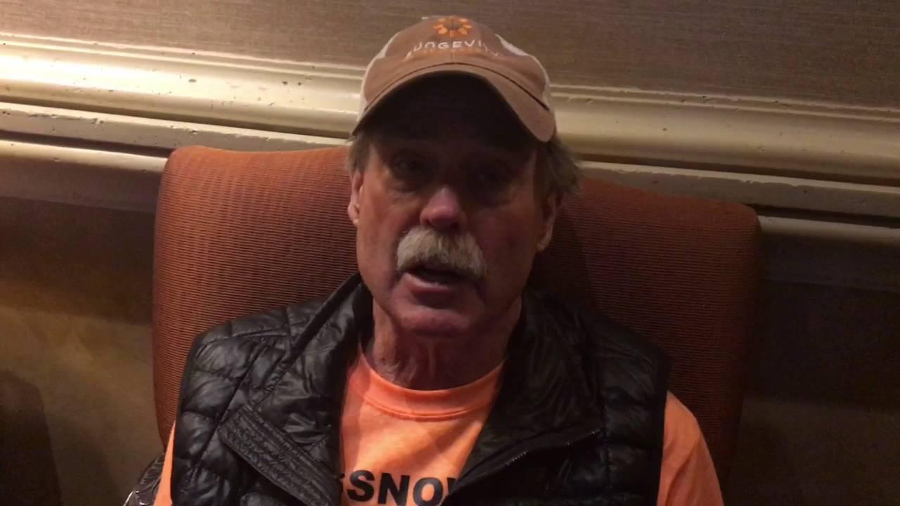 Hình ảnh của nhà ngoại cảm Pat Price năm 2016. (Ảnh chụp YouTube)