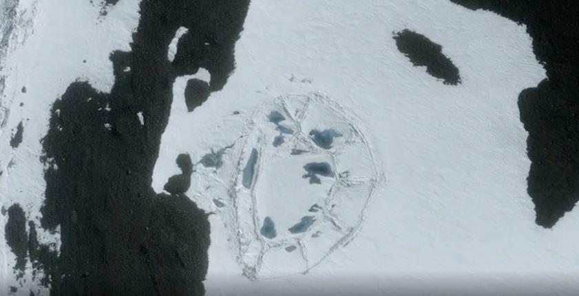 Cấu trúc hình bầu dục nằm phía đông của Nam Cực. (Ảnh qua Ancient Code)