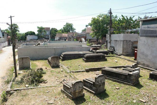 Ngôi làng 'nghĩa trang' ở Nghệ An - nơi người sống, người chết phải 'ở chung' với nhau - H9