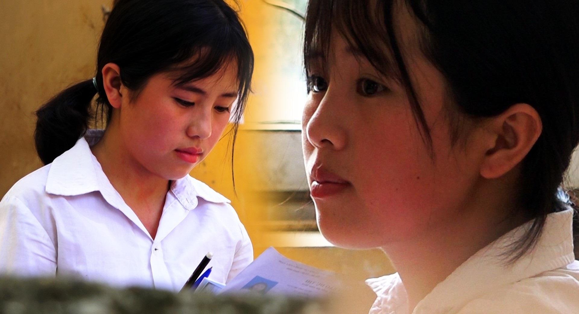 Nữ sinh nghèo vượt khó, mỗi ngày mất 2 tiếng để đến trường