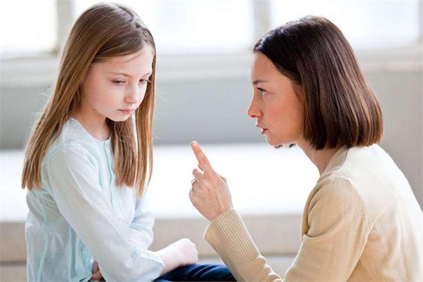 Lớn lên trong một môi trường căng thẳng có thể sẽ ảnh hưởng tiêu cực đến cả trí thông minh và tinh thần của trẻ. (Ảnh qua AskOpinion)