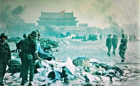 """""""30 năm kể từ khi các nhà hoạt động dân chủ bị Bắc Kinh tàn sát, người dân Trung Quốc vẫn chờ đợi sự thay đổi"""", Anastasia Lin viết. (Ảnh qua Vision Times)"""