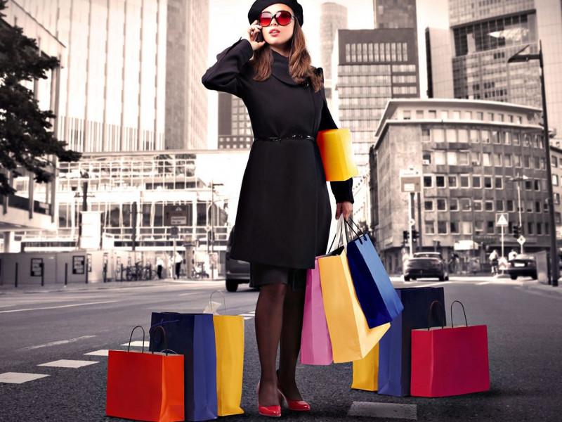 Có nhiều người nghiện mua sắm hàng hiệu. (Ảnh minh họa)