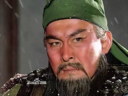 Vai diễn Quan Vân Trường Hằng ngày ông phải dùng khăn quấn chặt đầu, dùng băng dính dán lên thái dương để kéo cho mắt thật xếch.