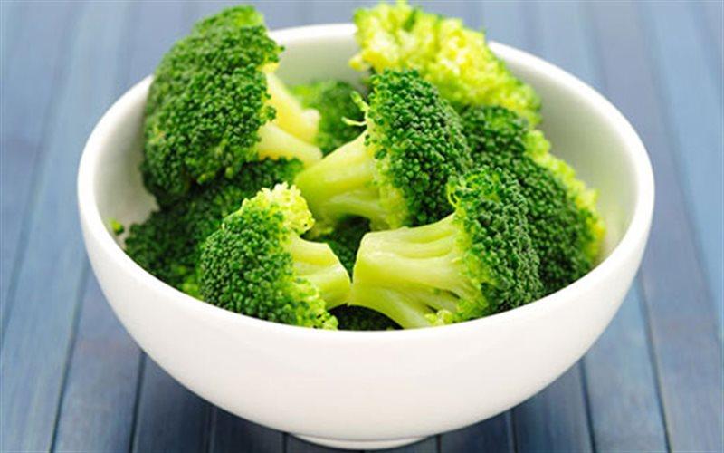 Các hợp chất như thiocyanate và glucosinolate, cùng với các enzyme có trong súp lơ có thể giúp trung hòa các chất độc hại trong cơ thể bạn. (Ảnh qua calofood.vn)