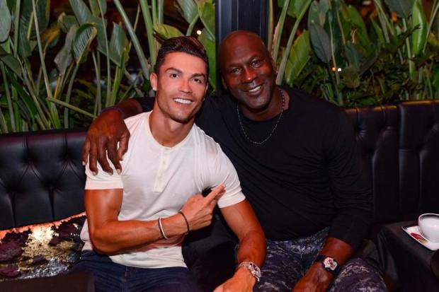 Ronaldo đã gặp gỡ và chụp hình với huyền thoại bóng rổ Michael Jordan trong suốt kỳ nghỉ.