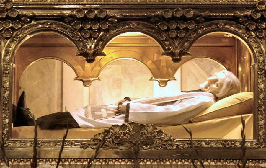 Thi hài của thánh Jean Baptiste Marie Vianney. (Ảnh qua http://corjesu.info)