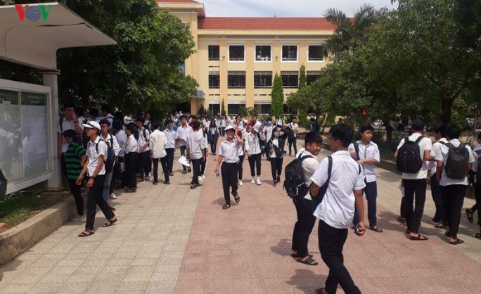 2 giáo viên khiến 6400 thí sinh phải thi lại được công an cách ly và bảo vệ - H2
