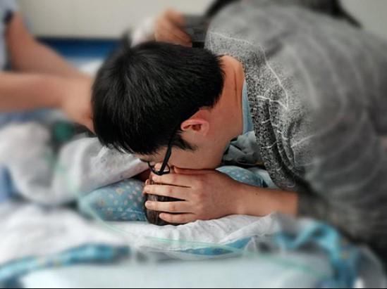 Nỗi đau của người cha hiến tạng con sơ sinh: Một người khác sẽ thay con ngắm nhìn thế giới!3