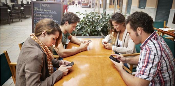 Cảnh báo: Sử dụng smartphone trong thời gian dài gây mọc gai xương thừa ở hộp sọ.1