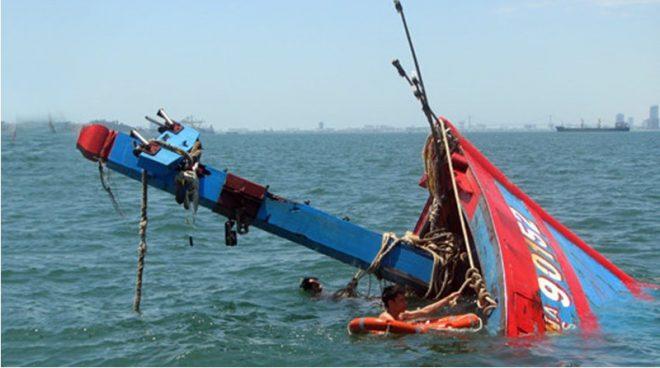 Tàu cá Việt Nam, Philippinesliên tục bị tàu hàng đâm chìm ngoài biển.