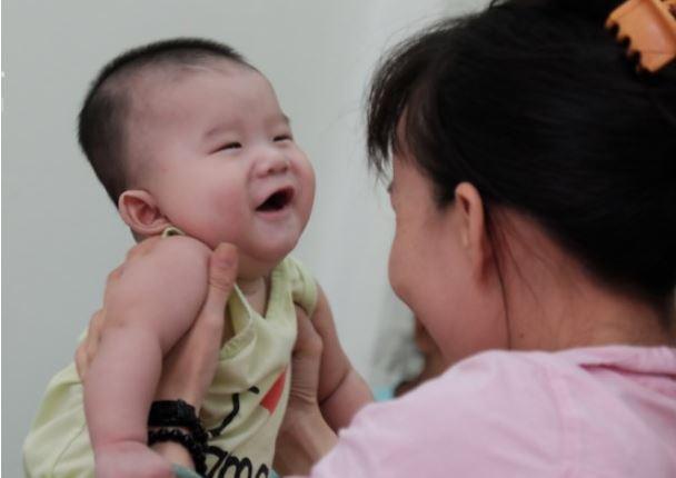 Người phụ nữ tốt bụng hàng ngày đi nhặt trẻ sơ sinh bị mẹ bỏ rơi về nuôi dưỡng - H3